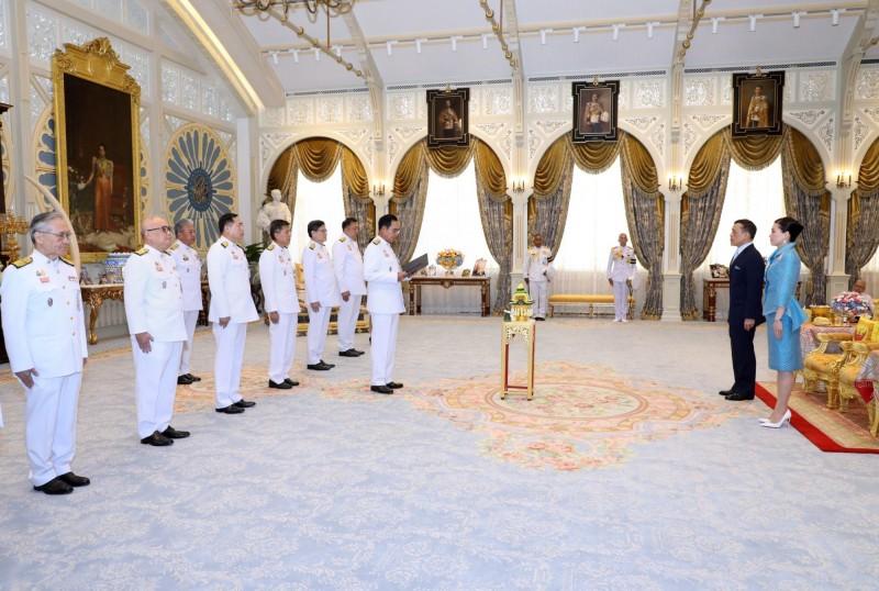 泰王瓦吉拉隆功在7月爆發反政府示威後首露面,出席12日的新內閣就職典禮。(歐新社)