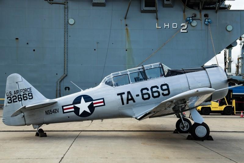 1架T-6「德州佬」教練機。(圖取自美國太平洋艦隊臉書)