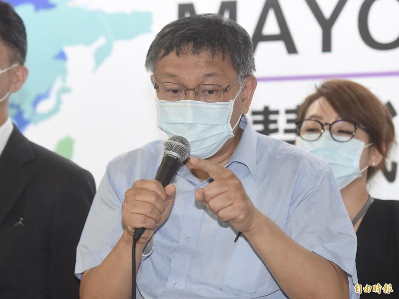 台北市長柯文哲13日出席「2020智慧城市首長高峰會(Smart City Mayors' Summit)線上論壇記者會」,致詞並接受媒體訪問。(記者簡榮豐攝)
