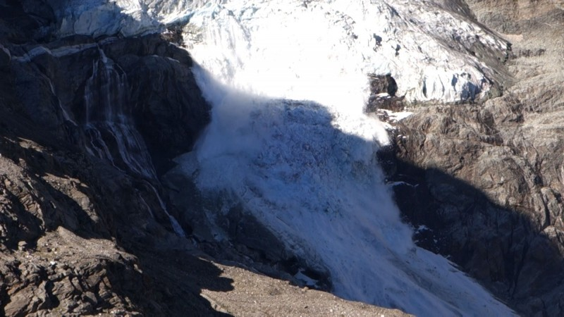 瑞士著名圖爾特曼冰川8月6日大規模融化坍塌。(路透)