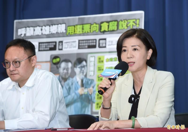 國民黨13日舉行「拒絕貪腐才是高雄的光榮!」記者會,由文傳會主委王育敏(右)主持。(記者方賓照攝)
