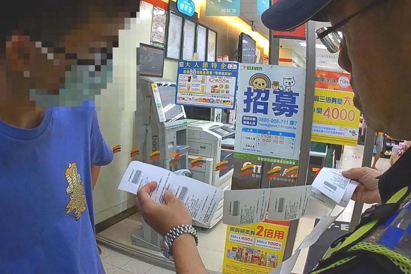 男大生被色誘買6萬元點數,潮州分局警方及時阻詐。(記者邱芷柔翻攝)