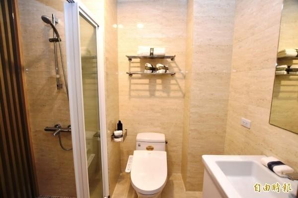 莊姓婦人和黃姓媳婦為了洗澡時浴室能不能開燈的電費問題吵翻天。示意圖。(資料照)