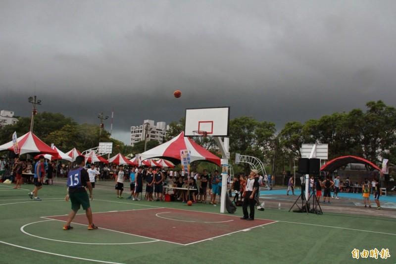 斗六籽公園籃球場為露天,地方爭取建置風雨籃球場。(記者黃淑莉攝)