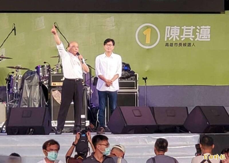 行政院長蘇貞昌今晚南下高雄,力挺民進黨高雄市長補選候選人陳其邁。(記者張忠義攝)
