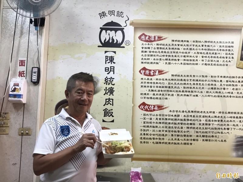 台中市議員鄭功進認為台中各家爌肉飯足以列入米其林美食必比登。(記者唐在馨攝)