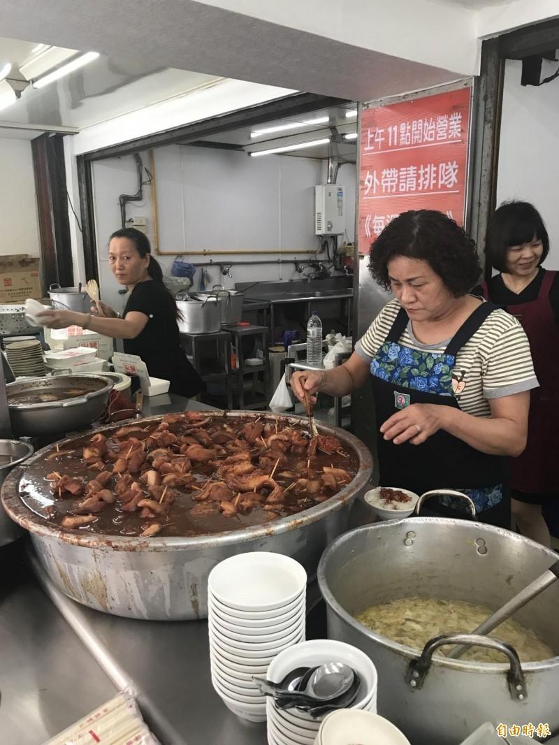 台中市議員鄭功進認為台中各家爌肉飯足以列入米其林美食必比登。(資料照)