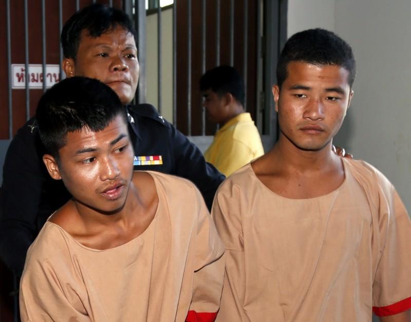 兩位緬甸移工佐林(右)和溫佐頓(左)被控於2014年在泰國的蘇叻他尼小島殺害兩名英籍背包客,法院判處死刑,卻在14日獲得泰國皇家赦免,改處無期徒刑。(歐新社)