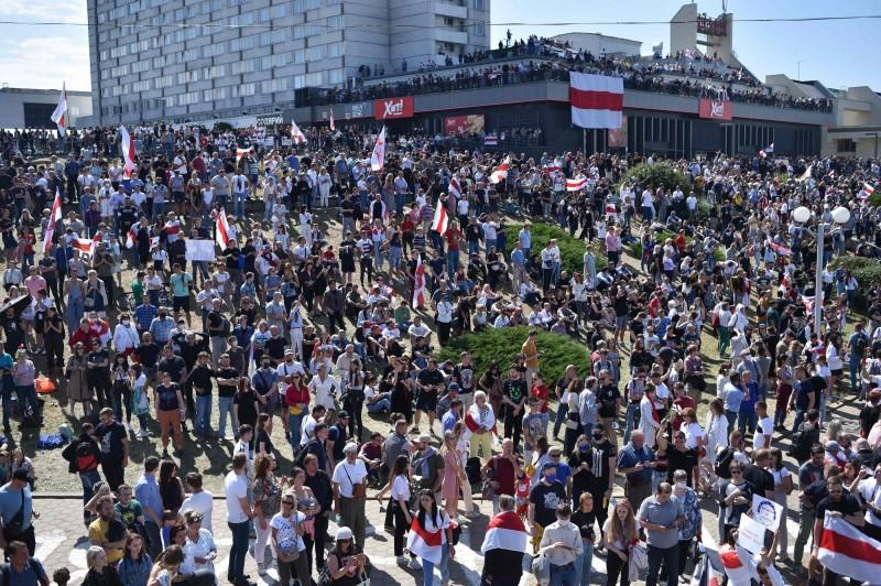 抗議民眾計畫在今天與明天舉行更大規模的示威抗議,但盧卡申科仍指控抗議民眾遭「國外勢力煽動」。(法新社)