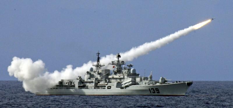 中國官方對東海、黃海發布航行警告,並公告軍演範圍。圖為中國海軍DDG-139寧波艦。(美聯社)