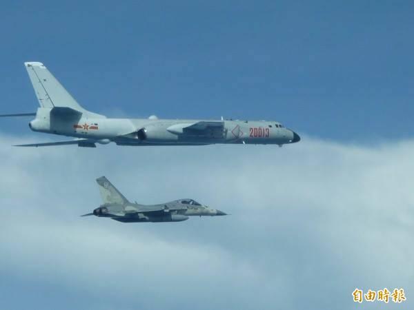 中共軍機今年頻繁擾我空域,行徑十分囂張。(資料照,國防部提供)