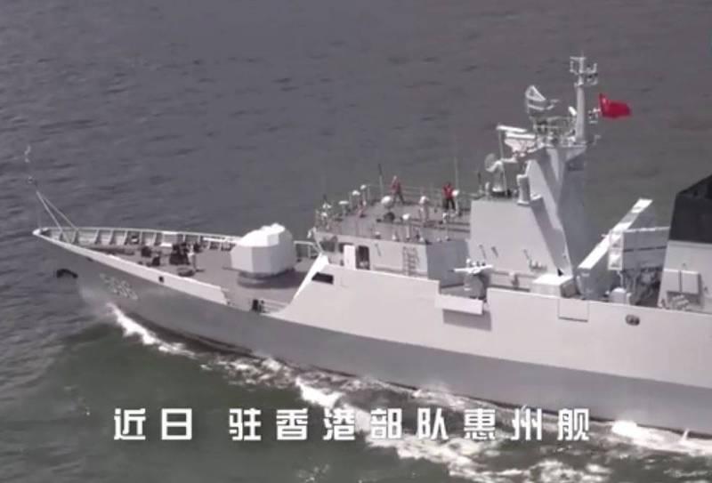 駐港解放軍艦艇大隊的056輕型護衛艦「惠州艦」,近日在南海某處海域進行多項海上軍事訓練,並釋出相關影片「秀肌肉」。(圖取自微博)