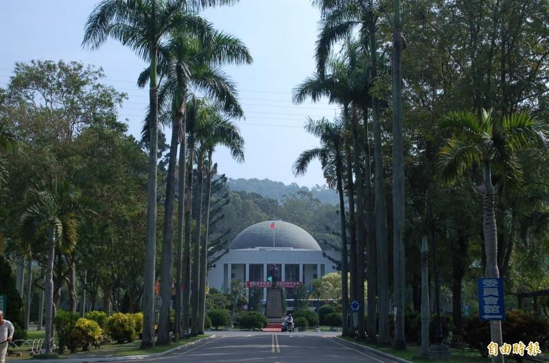 立法院長游錫堃拋出立法院遷建議題,台灣基進立委陳柏惟認為原省議會所在地的霧峰是適合的地點。(記者陳建志攝)