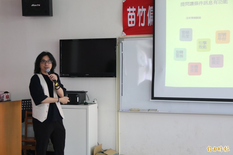 國內知名翻轉教育推手、國立台灣大學教授葉丙成分享培養學生閱讀素養的經驗。(記者鄭名翔攝)