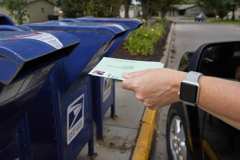 美國新任郵政署長德喬伊18日宣布暫緩改變郵務的措施,直到11月3日總統大選後,避免對郵寄投票產生任何影響。(美聯社)