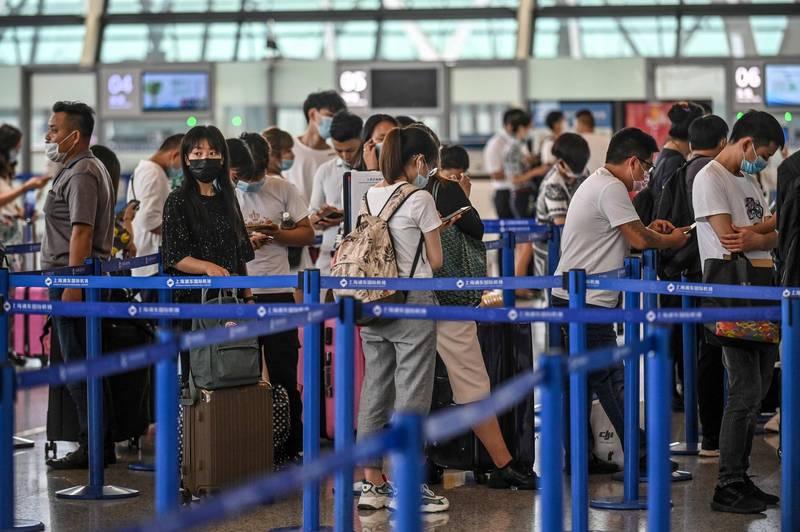 上海衛建委公布一名來台探親返回上海的武漢肺炎確診病例。圖為上海浦東機場。(法新社)