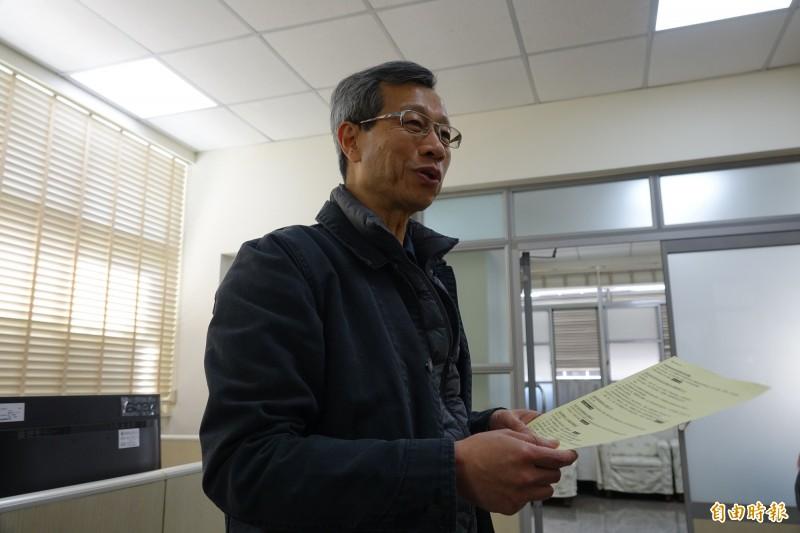 彰化縣衛生局長葉彥伯強調,一切都符合社區監控通報採驗SOP。(記者劉曉欣攝)