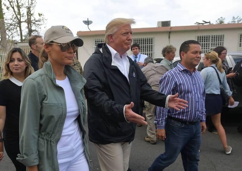 前美國國土安全部高階官員泰勒今天表示,總統川普曾批評美國自治領地波多黎各「又髒又窮」並打算賣掉它,或用波多黎各換取丹麥自治領土格陵蘭(Greenland)。圖為2017年川普視察波多黎各颶風受災區。(法新社)