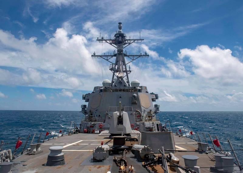 美國海軍伯克級神盾驅逐艦「馬斯廷號」(USS Mustin, DDG 89)18日以接近中國海岸線的區域穿越台灣海峽。(圖擷取自美軍太平洋艦隊臉書)