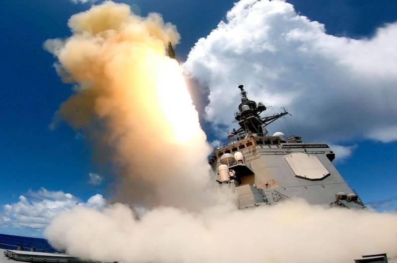 愛宕級護衛艦足柄號發射SM-2的一瞬間。(圖擷自防衛省海上自衛隊推特)