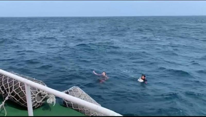 颱風外圍環流影響澎湖出現湧浪,傳出騎乘水上摩托車的2位民眾落海。(澎湖海巡隊提供)