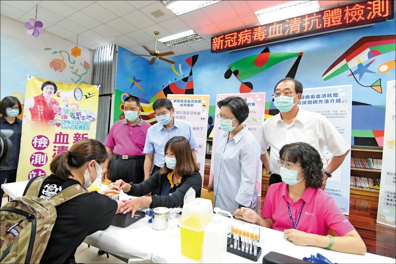 今年彰化縣萬人健檢活動與武漢肺火炎病毒血清抗體檢測同步進行。(記者張聰秋翻攝)