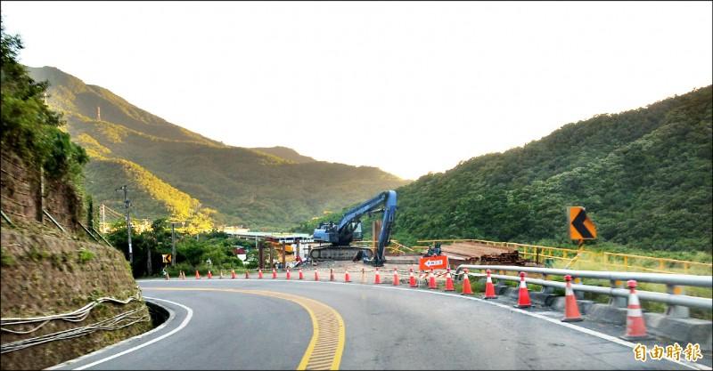 公路總局斥資9億元在南迴公路獅子鄉丹路段興建1.5公里長高架外環道,改善假日塞車問題。(記者李立法攝)