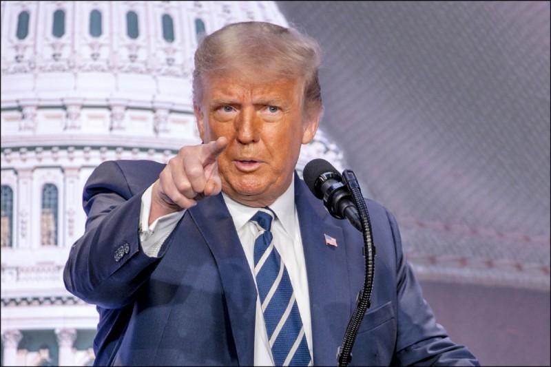 川普廿一日指出,拜登在提名演說中未以任何方式談及中國威脅,直言要是拜登當選,「中國將擁有美國」。(彭博)