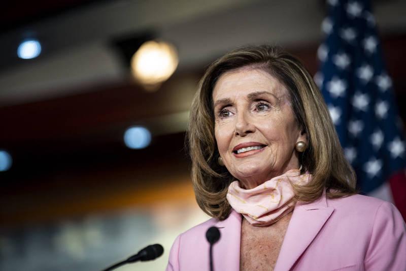 美國眾議院議長裴洛西呼籲選民無視川普的威脅,在總統大選時勇敢投票。(彭博)