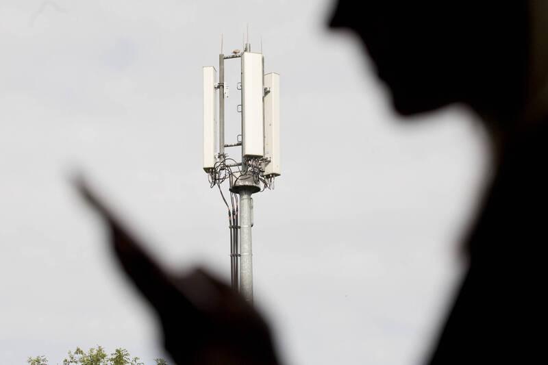 為制衡中國目前擁有的5G技術優勢,美國計畫越過5G轉而加大投資研究6G技術;有分析指出,未來6G技術對網路數據傳輸的突破,將對經濟、科技以及軍事產生更具革命性的技術發展,而各國在6G技術的科技競爭也會更激烈。(彭博)