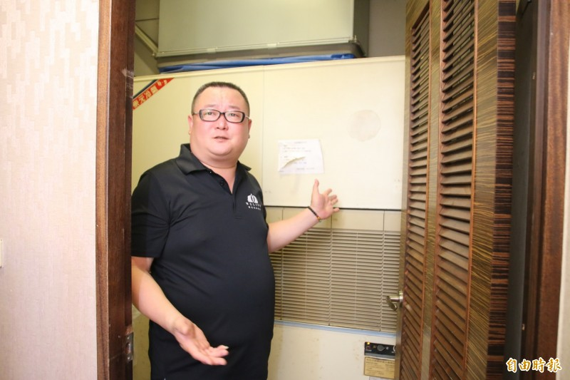 謝姓業者指出,店內使用的冷氣從原租戶接手,未來擬更換為新冷氣。(記者鄭名翔攝)