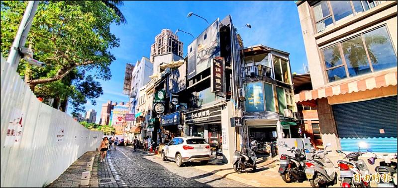 新竹市政府表示將依法拆除信義街違建,將步行空間還給市民。(記者蔡彰盛攝)