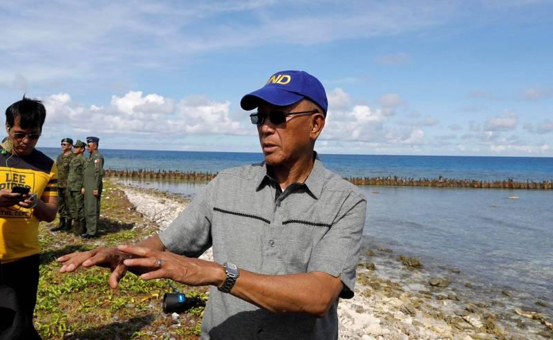 菲律賓國防部長羅倫沙納(見圖)表示,中國用來宣稱擁有南海大部分區域主權的「九段線」主張是憑空捏造;他並指控北京非法占據菲律賓海域領土。(路透資料照)