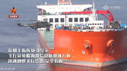 直-8、武直-19依相繼登上民用半潛式重載船「振華28號」。(圖取自中國央視)