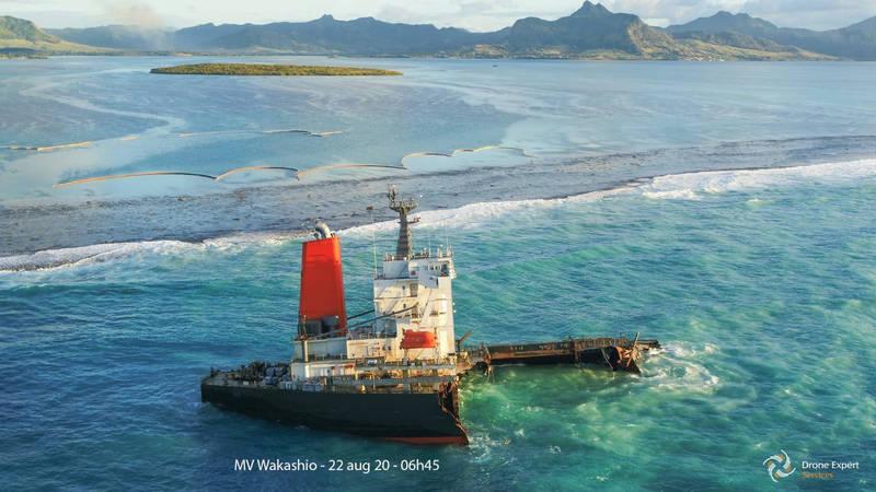 日油輪「若潮號」在印度洋島國模里西斯近海觸礁,船上載運的4000噸燃油開始洩漏,成為當地有史以來最嚴重的生態浩劫。(路透)