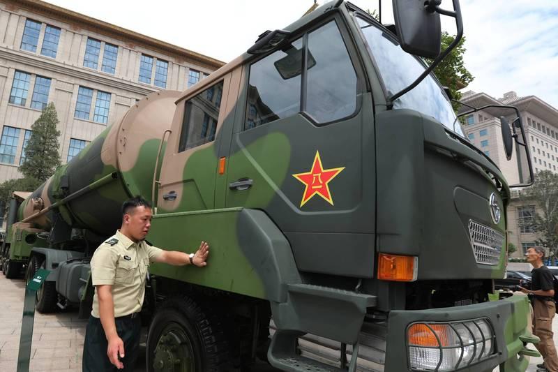 美國智庫呼籲,美國應該採取更多措施保護台灣的獨立性,包括幫助台灣加入國際原子能機構(IAEA)。圖為中共士兵站在DF-31核導彈武器系統旁邊。(歐新社檔案照)