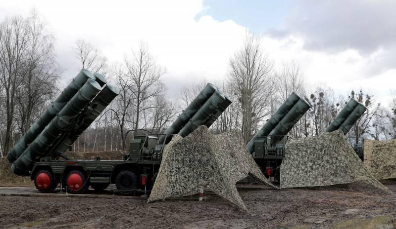 俄羅斯副總理鮑里索夫24日表示,俄國最新S-500防空飛彈系統即將進入量產,最快明年可將首批交付給俄軍,圖為俄軍現役S-400防空飛彈系統。(路透)