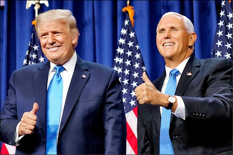 美國總統川普(左)和副總統彭斯(右),二十四日現身於北卡羅來納州夏洛特市召開的共和黨全國代表大會。(美聯社)