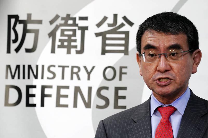 日本防衛大臣河野太郎本月初曾考慮在釣魚台烈嶼進行上空視察。(美聯社資料照)