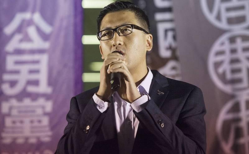 香港立法會議員林卓廷(圖)去年721事件中被白衣人打傷,如今卻被港警指涉及暴動罪,民主派痛批港警讓受害者變被告。(歐新社資料照)