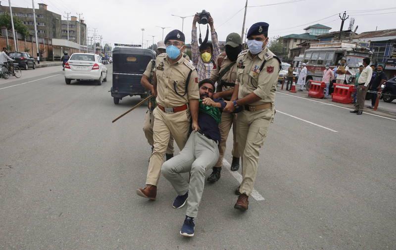 近期位於喀什米爾的什葉派穆斯林舉行穆哈拉遊行,遭受當局打壓。(歐新社)