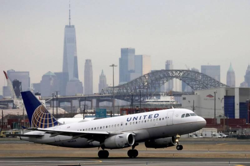 美國聯合航空遭武漢肺炎疫情衝擊,將裁掉2850名機師,約佔總數的21%,是該公司史上規模最大的機師裁員。(路透)