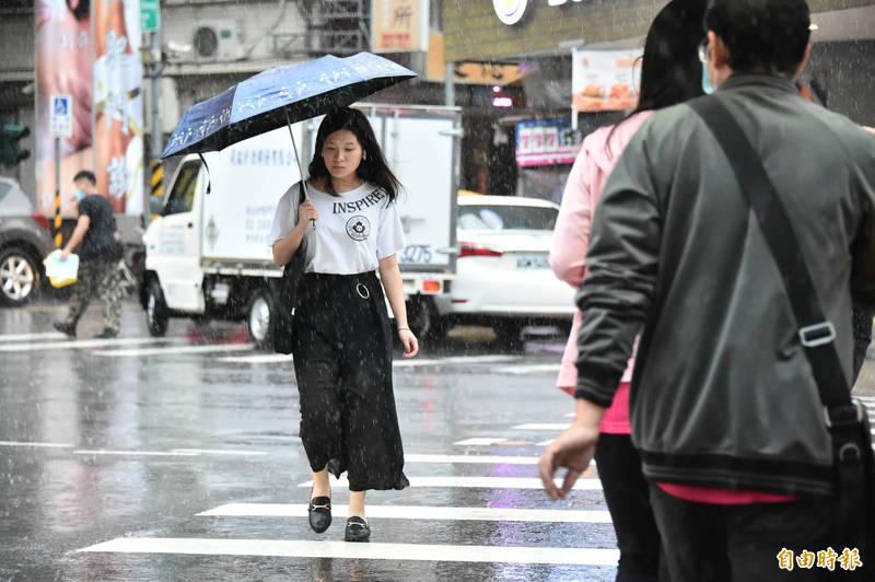 央氣象局指出,今天(28日)受西南風影響,南部地區有局部大雨發生的機率。(資料照)