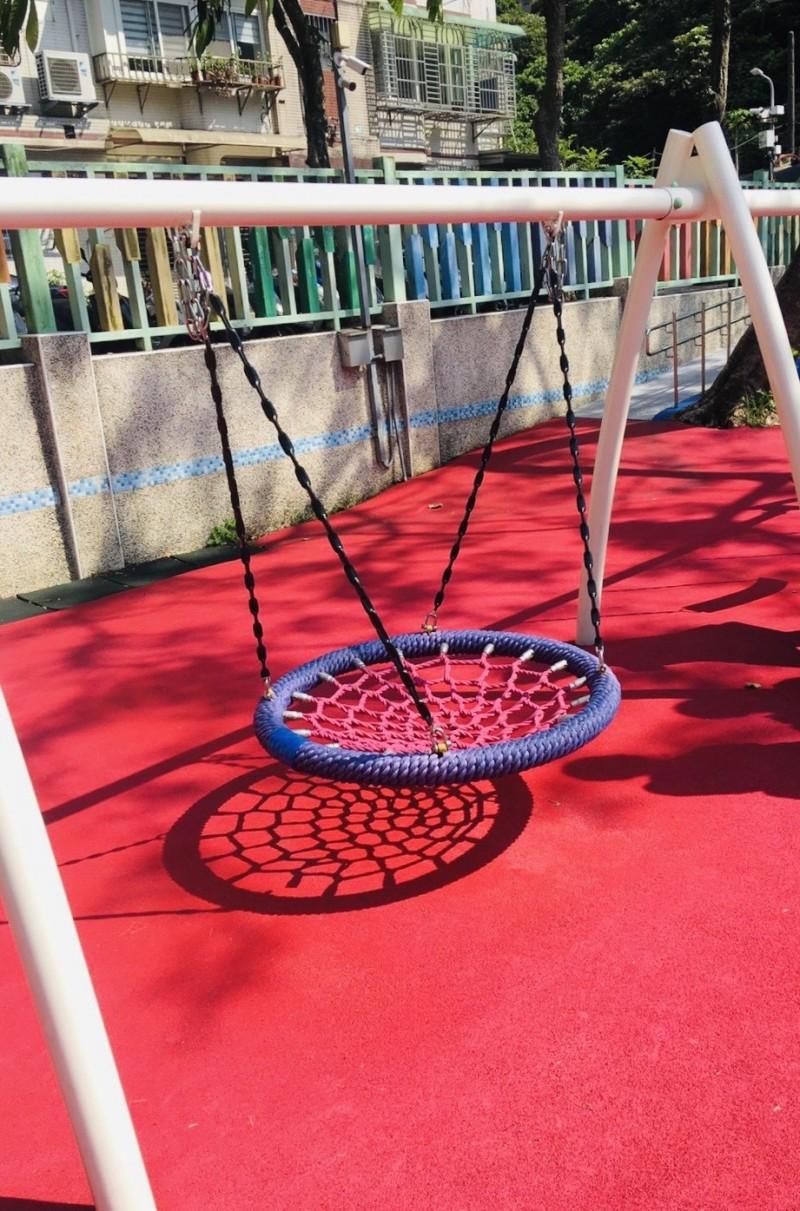 基隆市改造全市38所公立國小的兒童遊戲場,目前正在盤點各校情況,擬定更符合需求的改善計畫。(基隆市教育處提供)