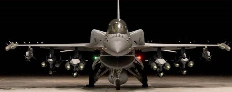 F16V戰機,適型油箱讓戰機顯得孔武有力,可讓戰機航程及作戰半徑加大。(圖:取自美商洛克希德馬丁公司網站)。