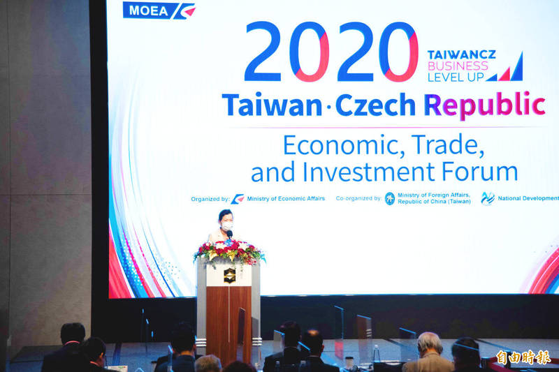 Minister of Economic Affairs Wang Mei-hua delivers a speech at the 2020 Taiwan-Czech Republic Economic, Trade and Investment Forum in Taipei yesterday.  Photo: Huang Pei-chun, Taipei Times