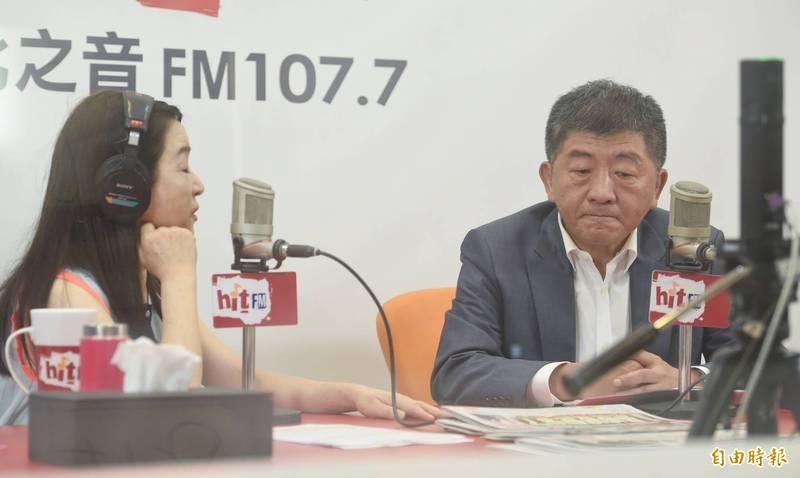 衛福部長陳時中31日參加廣播節目錄音,說明美豬美牛解禁的安全性問題。(記者劉信德攝)