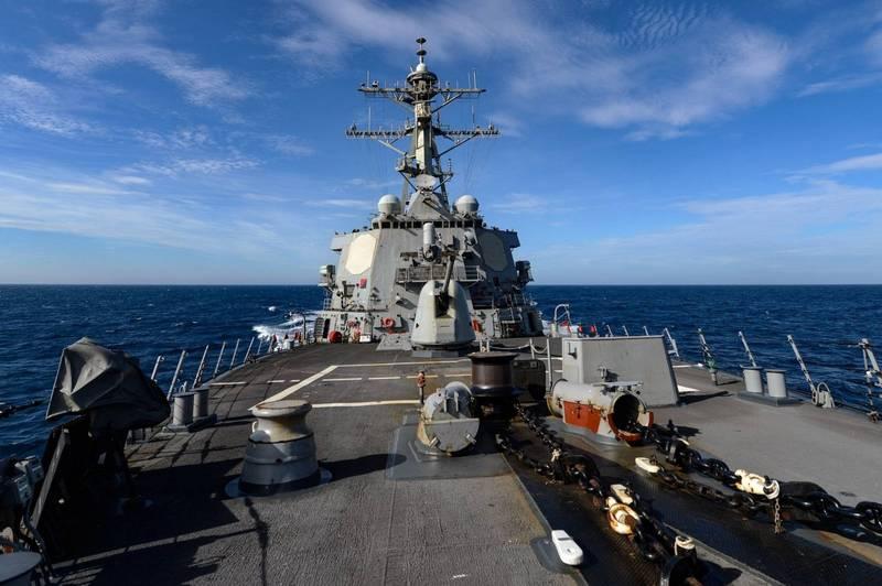 美國海軍「伯克級」驅逐艦再穿越台灣海峽,圖為羅素號(USS RUSSELL DDG-59)。(翻攝自美國海軍第七艦隊臉書)