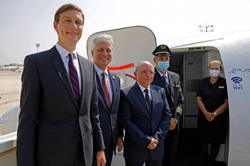 以色列和美國代表搭專機赴阿拉伯聯合大公國。圖為美國白宮高級顧問庫許納(左起)、白宮國家安全顧問歐布萊恩、以色列國家安全顧問本沙巴特。(法新社)