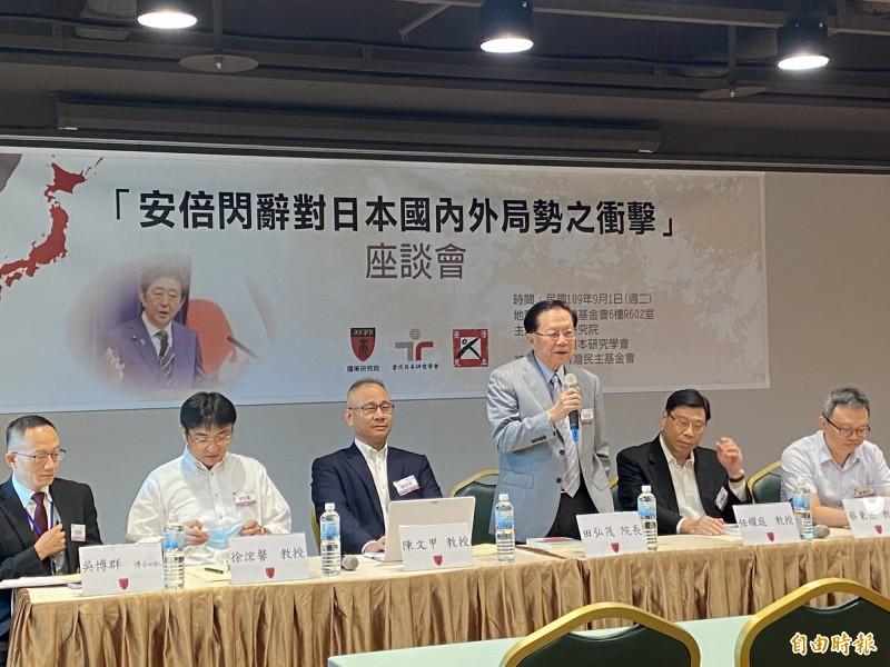 國策研究院與當代日本研究學會今在台北舉行「安倍閃辭對日本國內外局勢之衝擊」座談會,邀請多位研究日本領域的學者與會座談。(記者吳書緯攝)